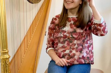 5 things you can do to avoid injury while playing the harp – Coffee Break Harp 7
