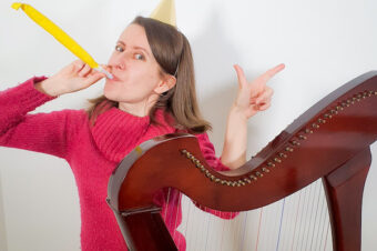 "How to play ""Happy Birthday"" on the harp? Free video lesson! Coffee Break Harp 20"