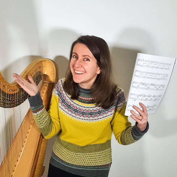 Zuzanna with the harp and sheet music